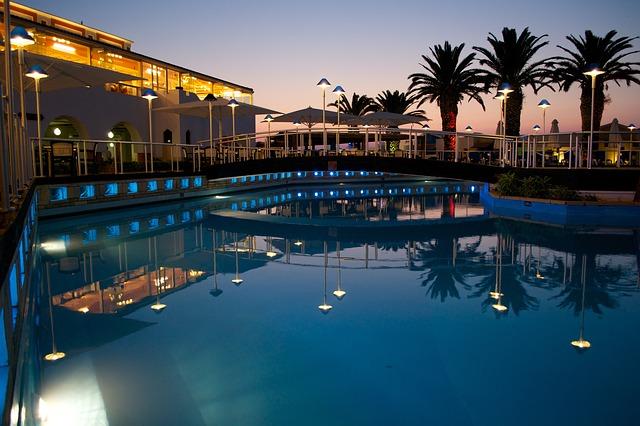 Velký venkovní bazén