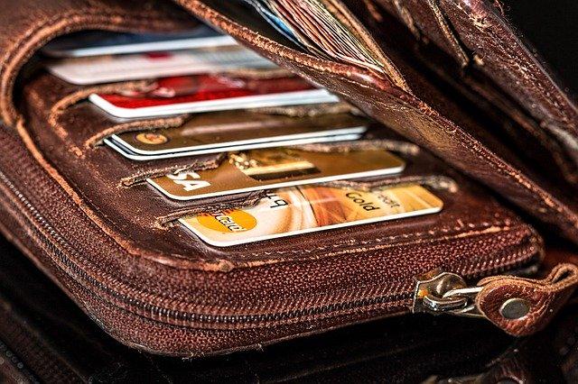 peněženka s kartami